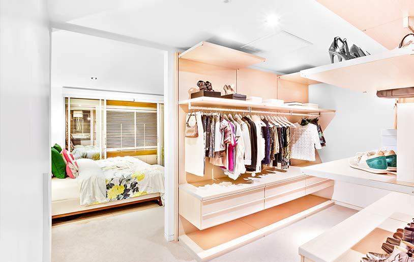 dressing fait maison pas cher beautiful armoire dressing gris dressing buanderie entretien con. Black Bedroom Furniture Sets. Home Design Ideas