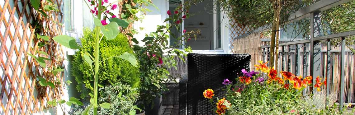 comment amm nager son balcon pour qu il soit fleuri toute. Black Bedroom Furniture Sets. Home Design Ideas